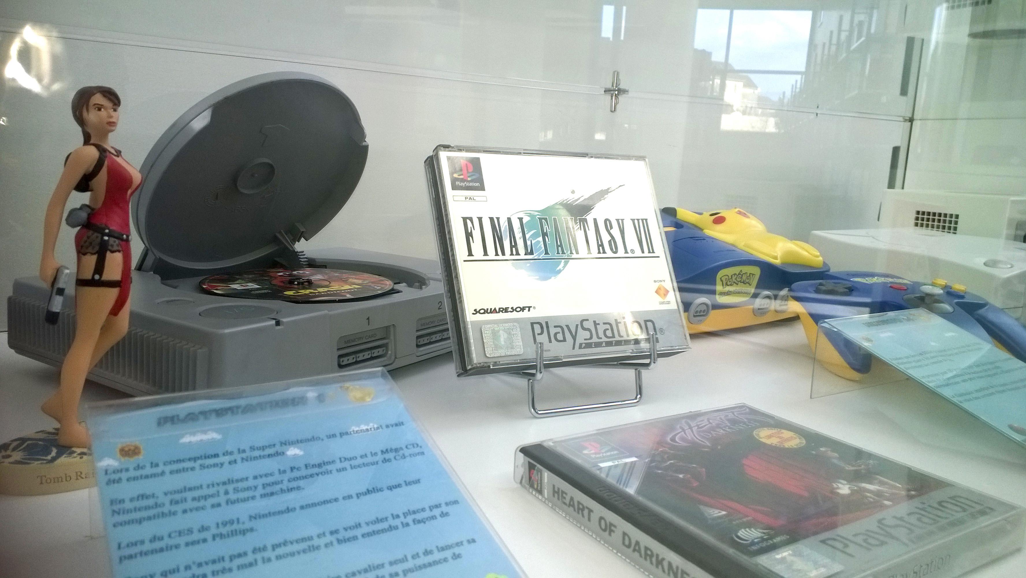 Vitrine lors de l' exposition jeux vidéo de Saint-Apollinaire